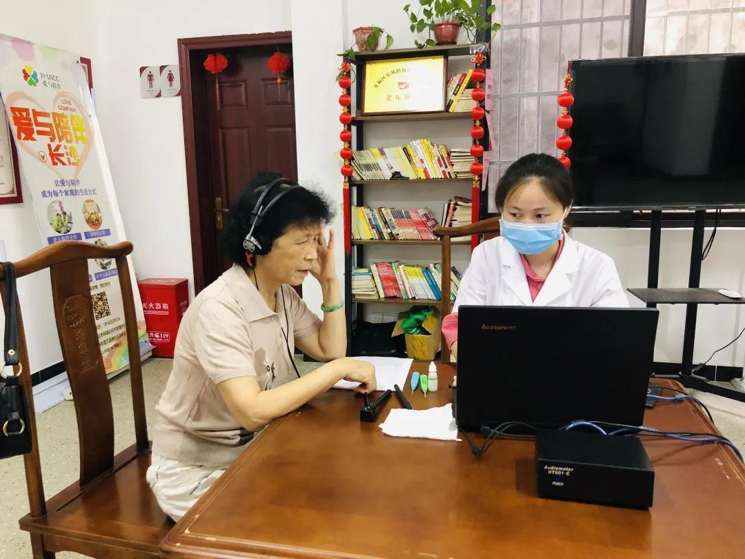 砚瓦池社区开展免费听力检测