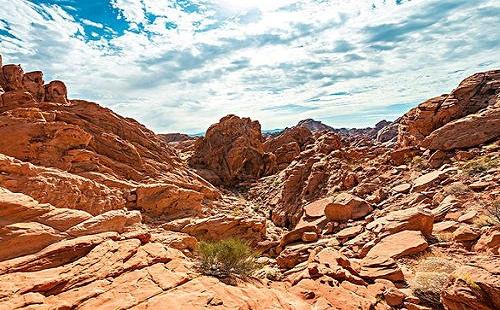 天然砂岩与黄木纹砂岩的区别