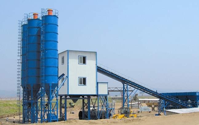 混凝土搅拌站的施工场地与配属设备