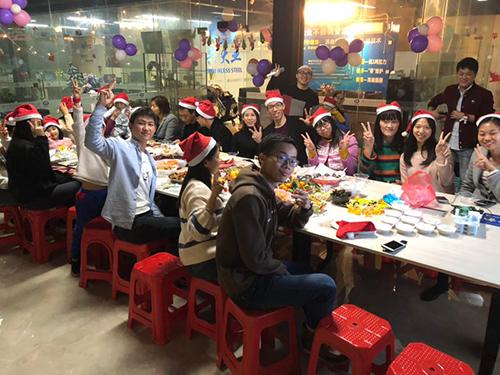 佛山兴大业不锈钢有限公司举办了第一届圣诞晚会