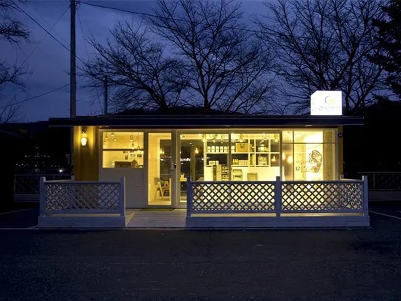 自带小院的集装箱咖啡馆,超有意境!