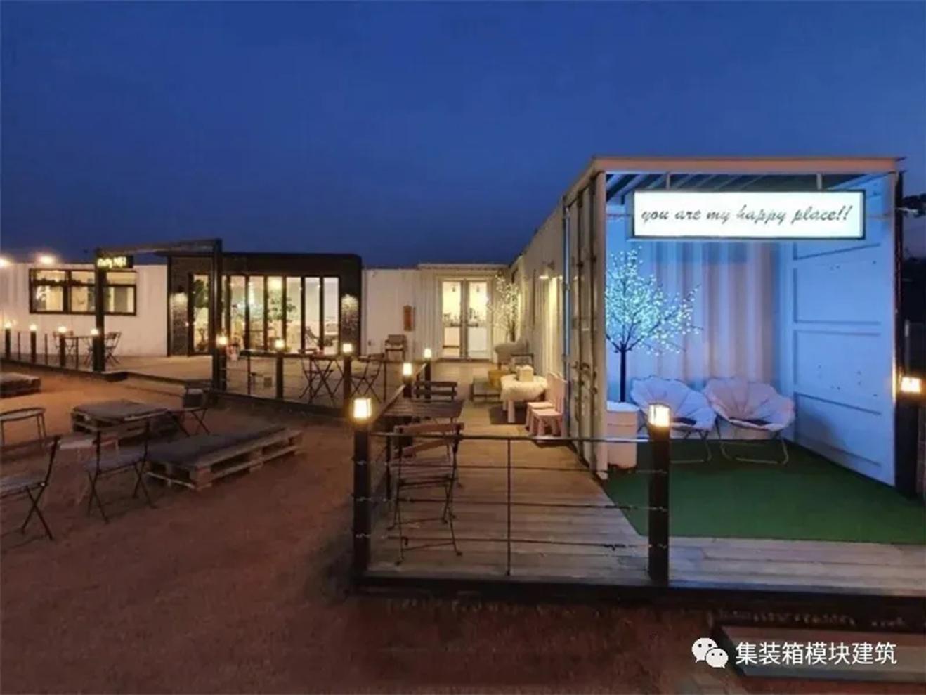 这间【集装箱咖啡馆】是拥有标志性大草坪的宠物乐园!