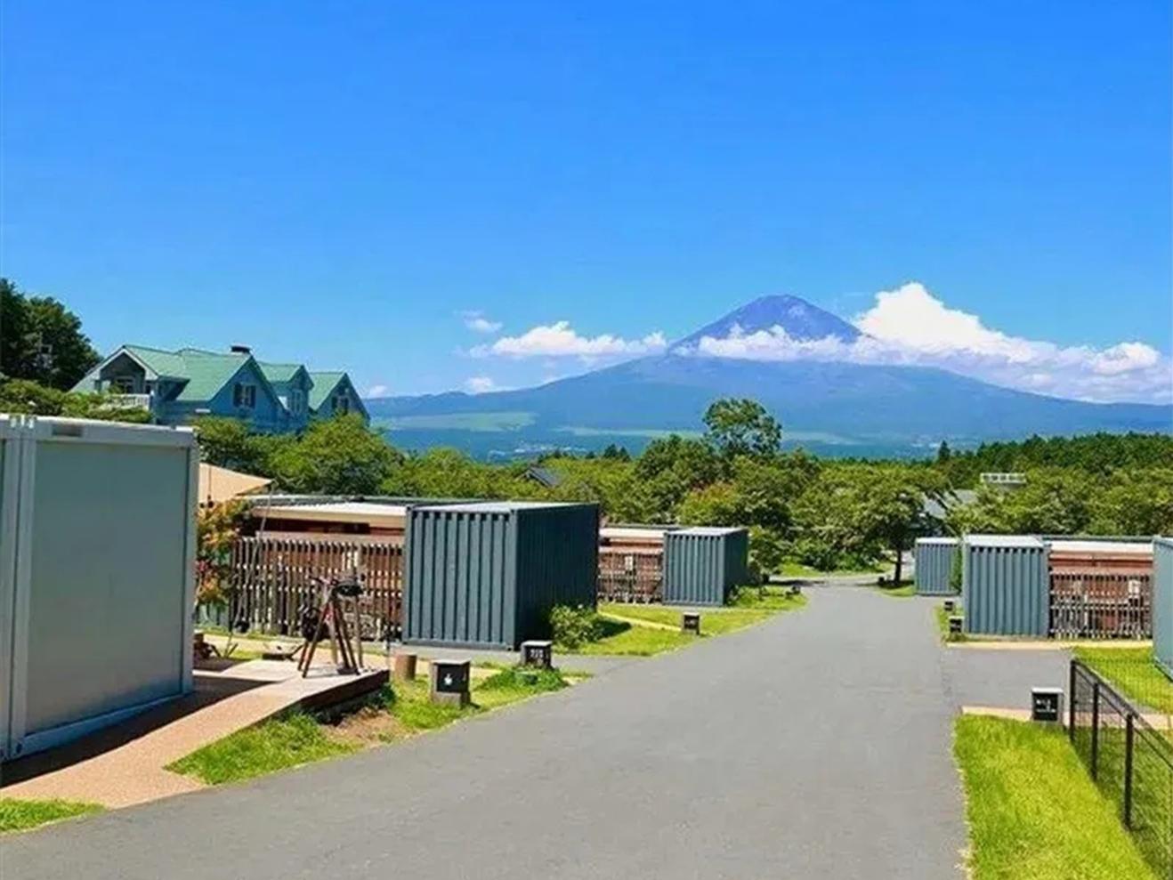 富士山脚天人合一的豪华露营【集装箱民宿】!