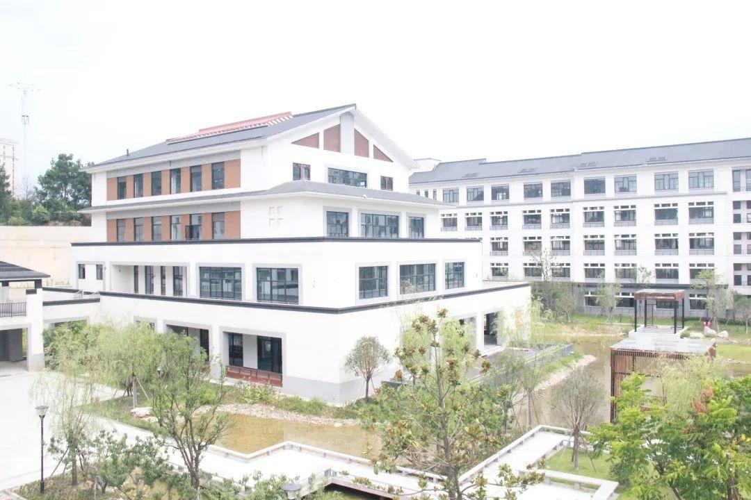 学在未来科技城,与前沿科技共成长-学校中央空调系统解决方案