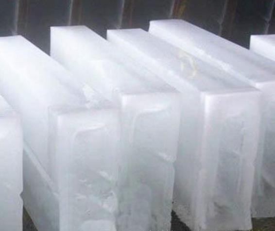 冰块有很好的消暑解热的作用