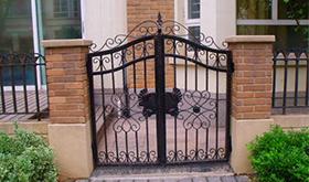 白钢铁艺围栏大门
