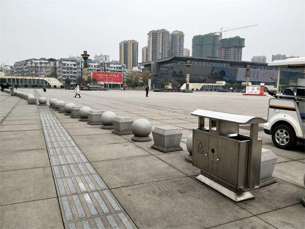 眉山东站公园椅、不锈钢垃圾桶供应工程