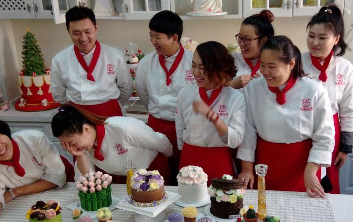 關于西點培訓翻糖蛋糕的做法有哪些?