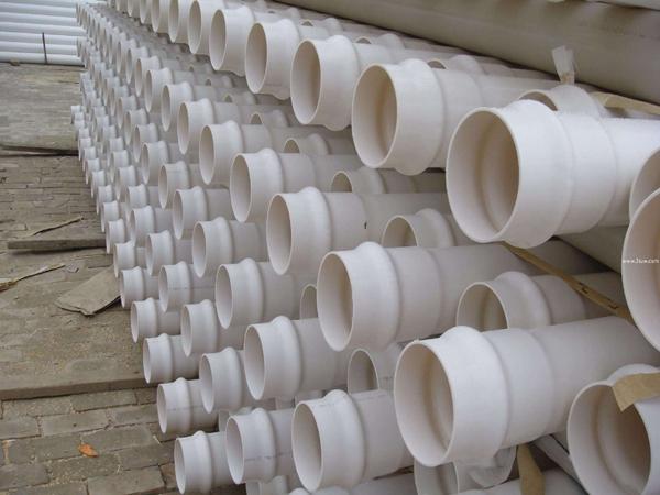 PVC-U排水管厂库一角