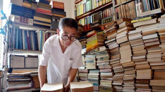 环卫工藏书7000册,绵阳礼仪庆典公司认为这些都值得学习