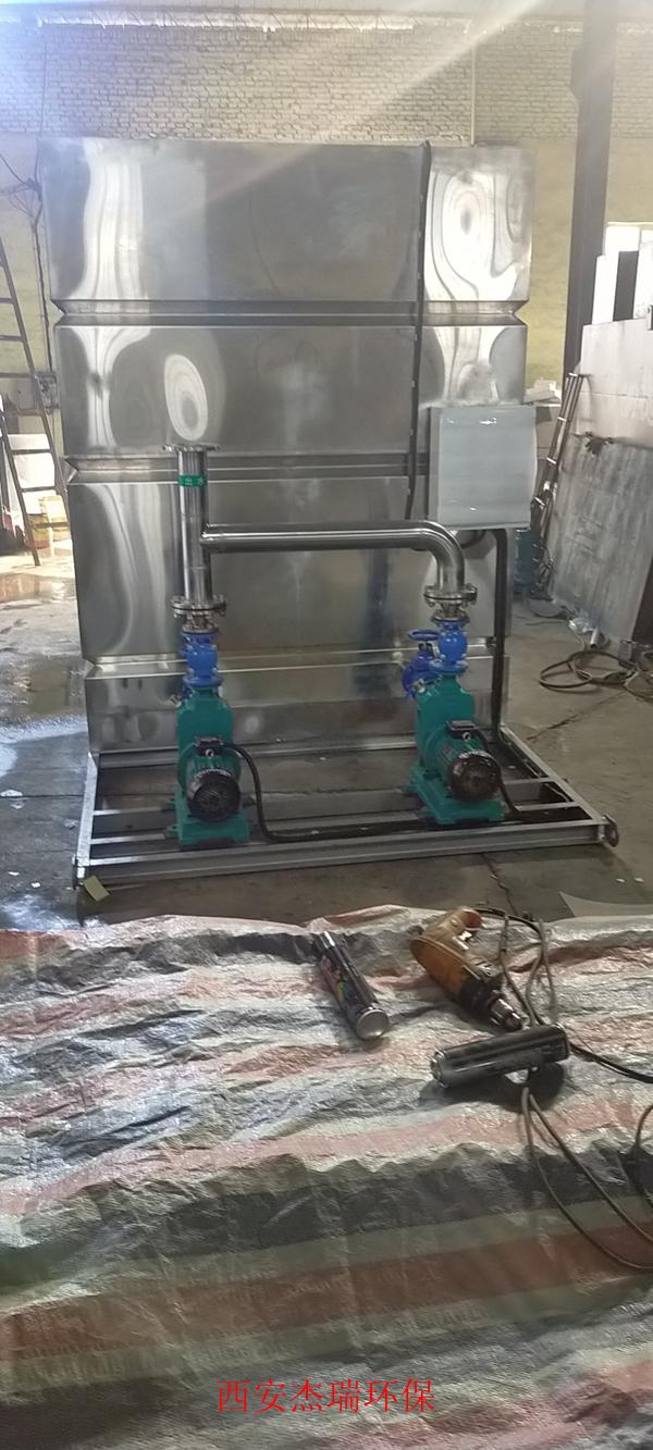 制药厂外置泵式不锈钢反冲洗污水提升设备调试现场