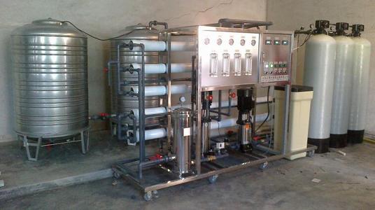 超滤设备是怎么将这些含有杂质的水变成可饮用的矿泉水?