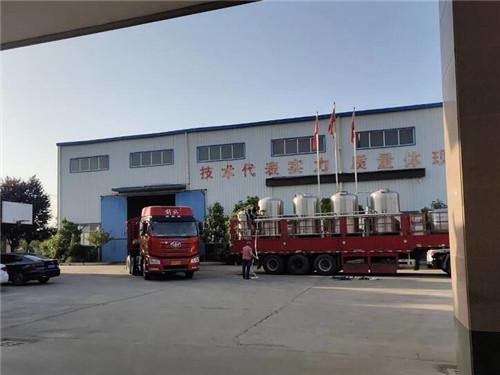 河南宝丰县购置不锈钢食用油精炼设备一套赶时间装车中