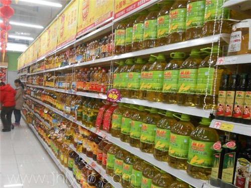 超市里精炼食用油