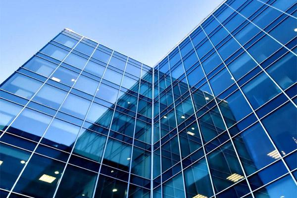 昆明玻璃幕墻工程應該如何進行玻璃維護?