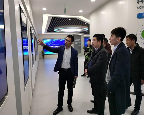 建材所陕西办常务副主任朱启超一行到西安科技大市场参观并进行座谈
