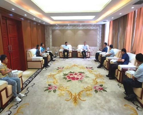 (国家)建材情报所陕西办事处主任何昌毓一行赴澄与县长高成文深度交流座谈