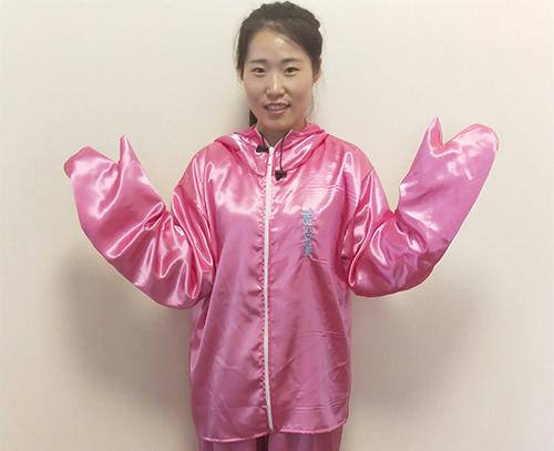 粉色丝绸浴服
