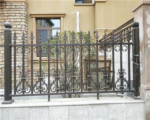 围墙铝艺护栏厂家安装细节及安装规定