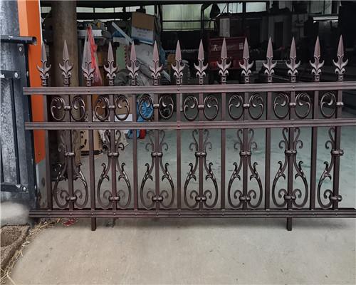 铝艺护栏为什么会替代铁艺?围墙铝艺护栏厂家解析铝艺的优势
