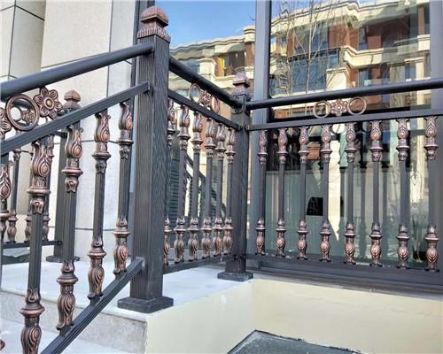 围墙铝艺护栏的特点与表面处理