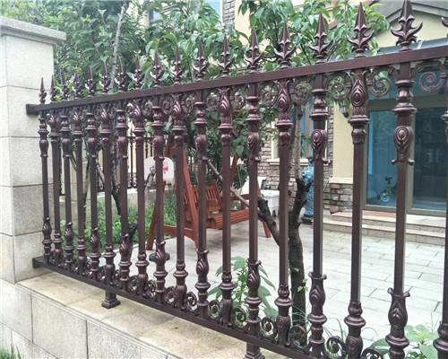 围墙铝艺护栏与砖护栏的差别在哪