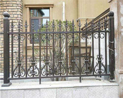 庭院铝艺栏杆厂家的具体施工方法