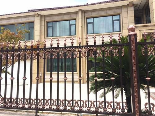 在庭院铝艺栏杆厂家定制的注意事项