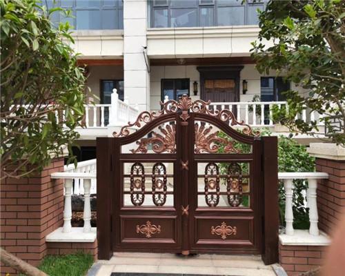 别墅铝艺大门如何安装与维修