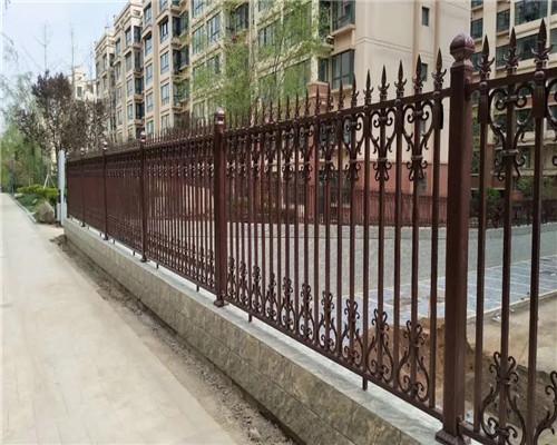 简单介绍一下围墙铝艺护栏的防盗设计