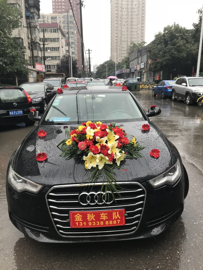 纬一街婚车