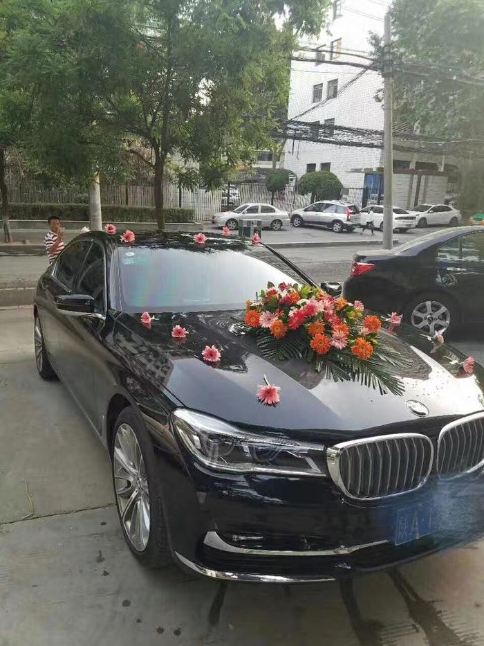 新开门婚车