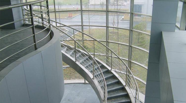 重庆钢结构楼梯:如何选择别墅楼梯?