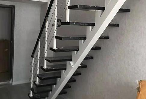 浅谈家居钢结构楼梯不可忽视的实用性与安全性