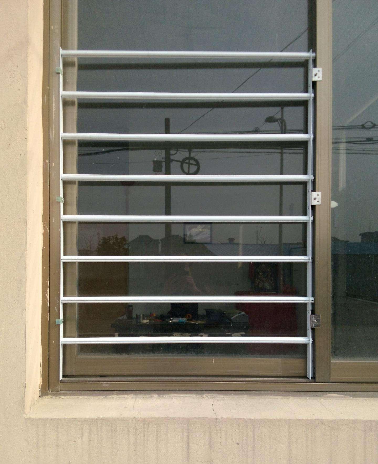 防護欄式紗窗