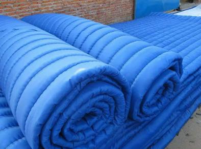 关于大棚保温被与草帘子之间的差别