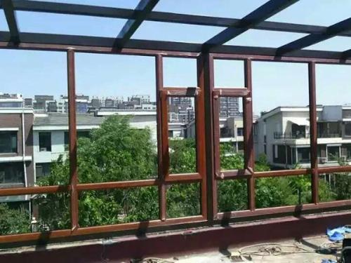 北京断桥铝门窗和铝包木门窗有什么不同