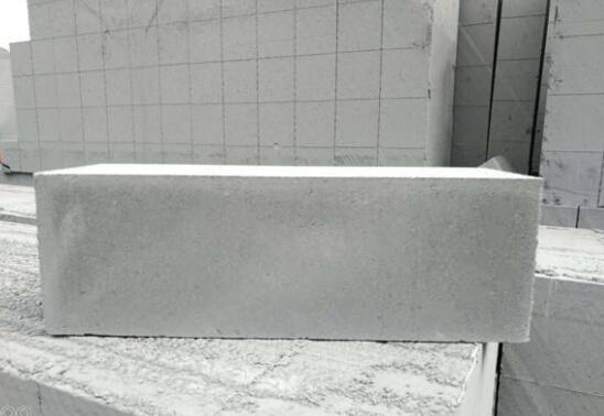 加气转浇筑前为什么不应浇水湿润