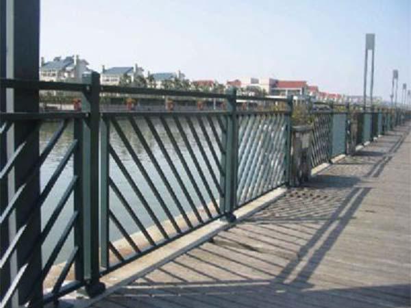 桥梁钢护栏