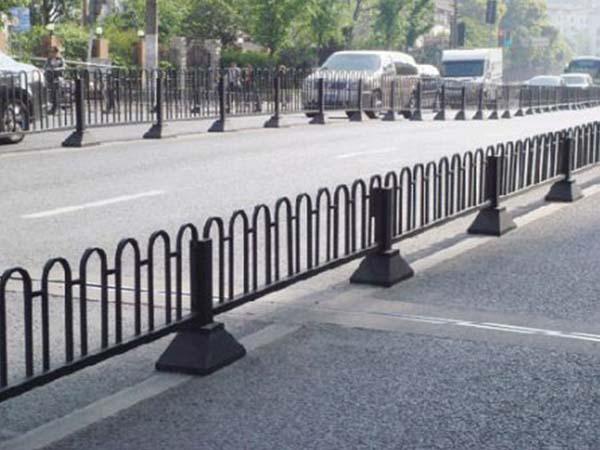 道路护栏厂家