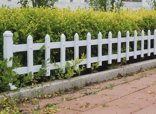 草坪pvc护栏