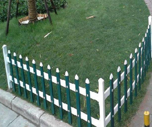 小区PVC护栏