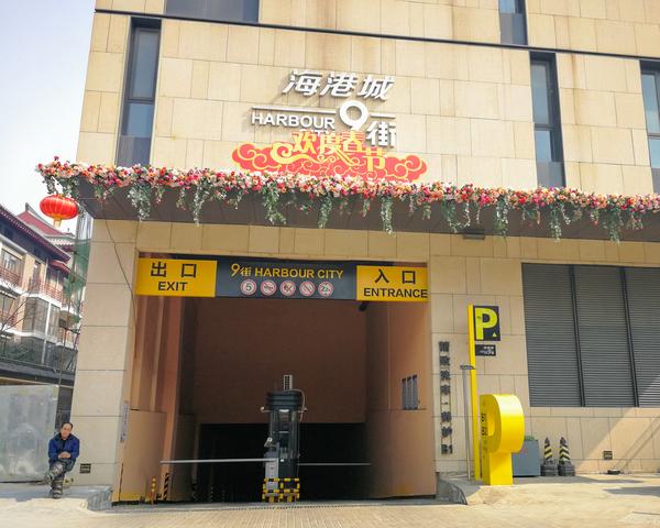 西安曲江海港城精神堡垒制作安装现场效果展示