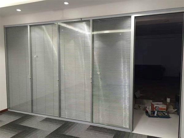 安装装修福州艺术玻璃隔断都需要哪些施工工序