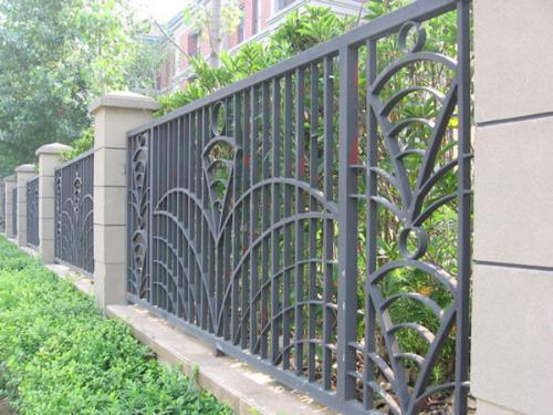 镇江/泰州告诉您铁艺护栏一般怎么保养