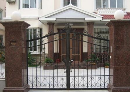 怎么选择庭院大门的材质