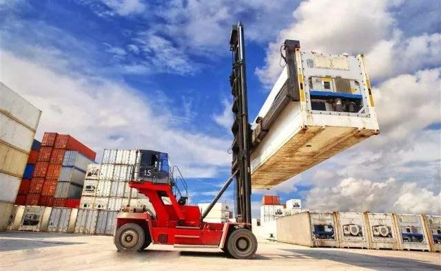 """货运市场价格为何""""屡创新低""""?司机的出路在哪里?"""