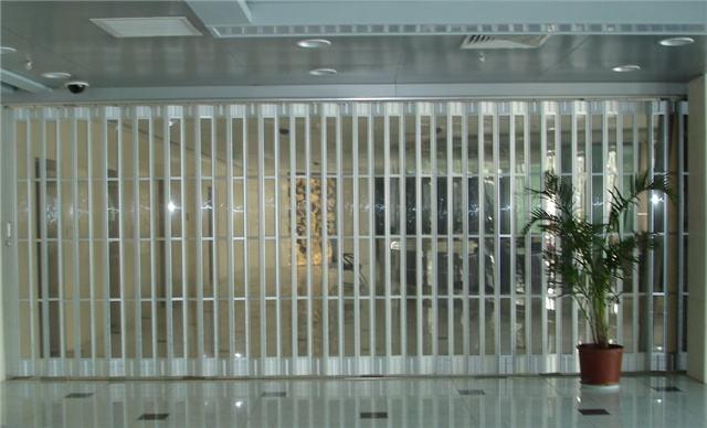 长沙水晶折叠门安装