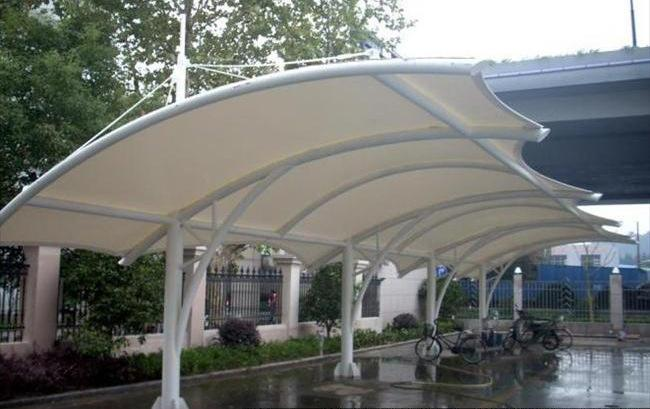 膜結構風雨棚