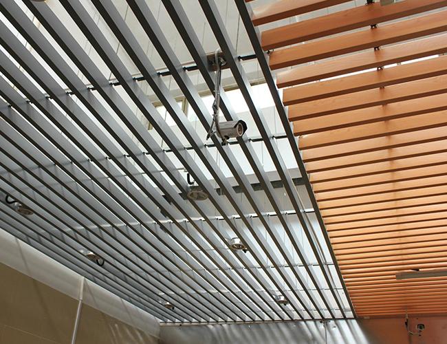 仿木紋鋁方通吊頂